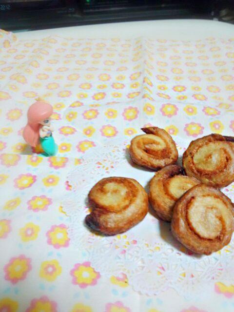 またむっちゃ簡単なおやつを作りました☆  パイシートが中途半端に残っていたのできな粉をまぶして巻いて、さくさくなパイを焼きました(*・ω・) でも焼きすぎてちょっと焦げてしまったので 様子を見ながら焼いて下さいね(゚ロ゚) - 40件のもぐもぐ - 切り端で*きな粉のさくさくうずまきパイ* by まーやん