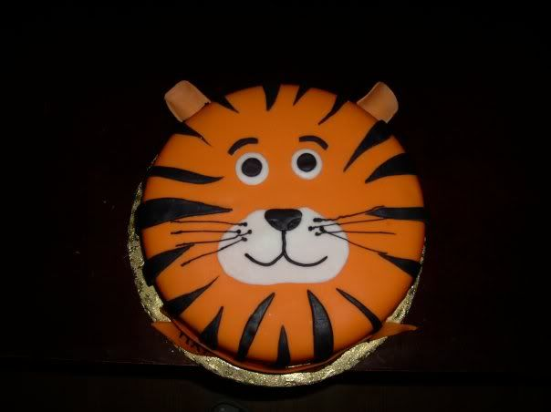 tiger cake for N's b-day.  I like the configuration of this face but would use buttercream icing and crushed oreos for the stripes.