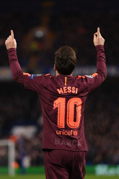 Lionel Messi of Barcelona celebrates his equaliser during the UEFA Champions League Round of 16 First Leg match between         Chelsea FC and FC Barcelona at Stamford Bridge on February 20, 2018 in London, United Kingdom.