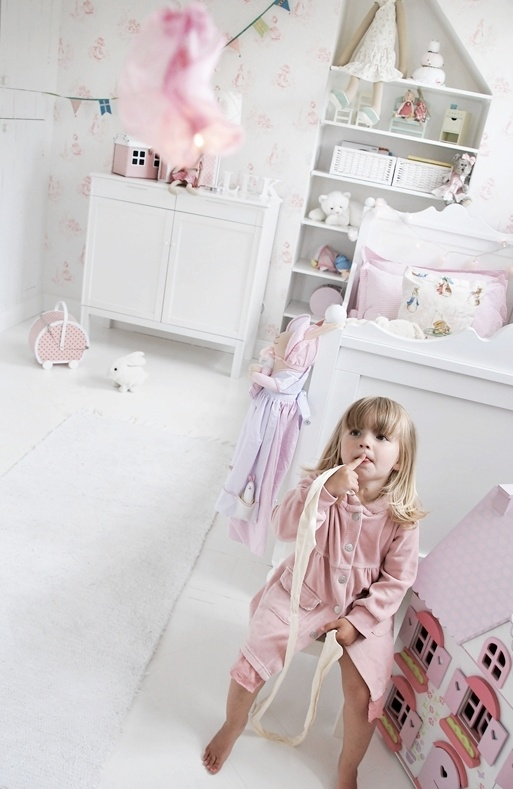 pretty fresh deluxe kids bedroom design | This clean and fresh girl's room is so pretty with pink ...