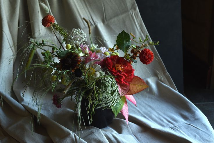 January Flowers, summer, dahlias, table flowers, centrepiece, Queen Anne's Lace, Zinnia, Red