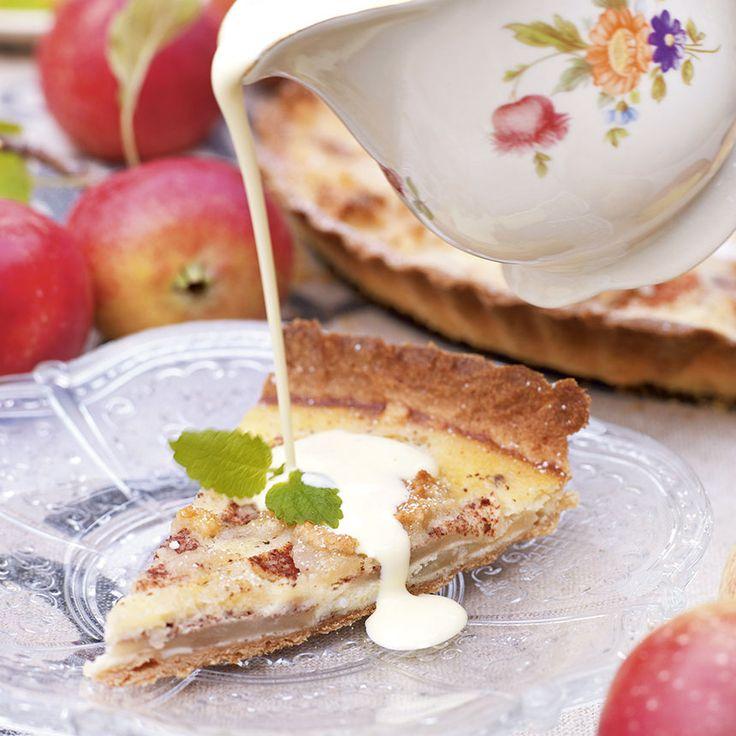 Fransk äppelkaka med mandelmassa och sötmandel.