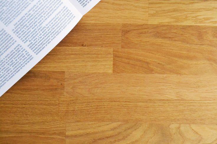 Leer un libro y oler madera de roble 📖🌿🌳 #northernsons #hardcraftfurniture #mobiliario #deco #decoration #furniture #furnituredesign #tendencias #madera #wood #iron #hierro #architecture #arquitectura #woodlovers #homestyle #home #hogar #lifestyle #coruña #coruñasemueve #sada #decostyle #industrialdesign #plants #homedecor #book #oak