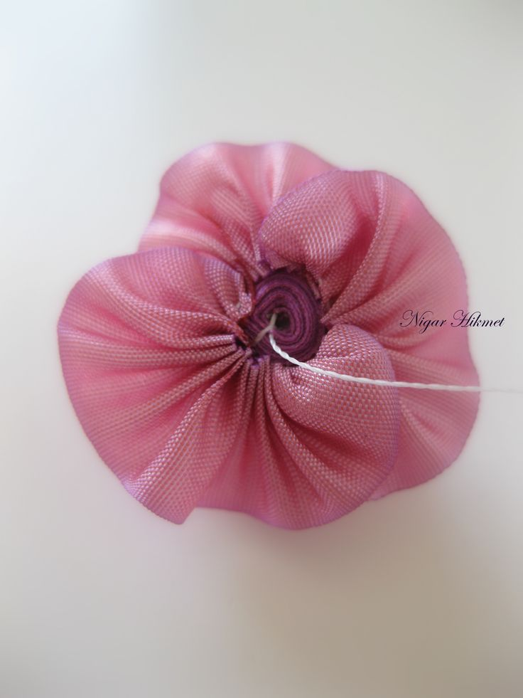Tutorial: assembling a ribbonwork rose with calyx and cord stem, by Nigar Hikmet. Part 2