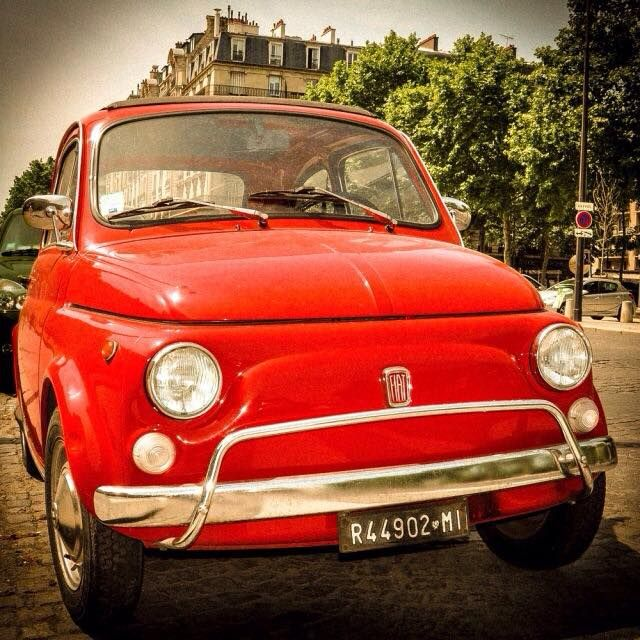 FIAT500nelmondo.it — Una Fiat 500 a Parigi  (By photojambo on Tumblr)...