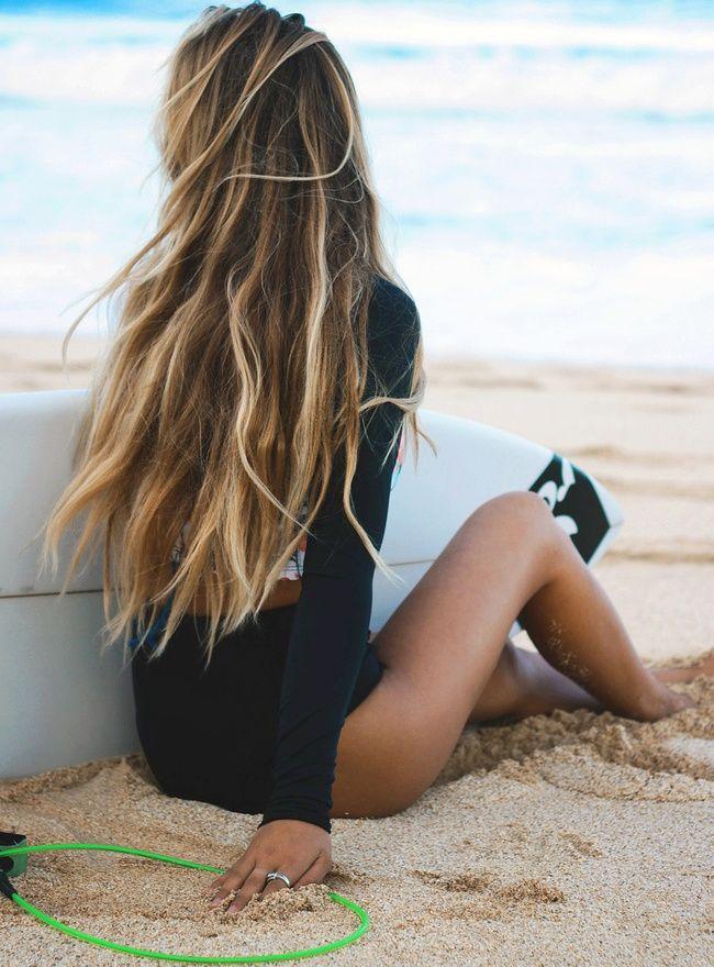 Coiffure surfeuse brune