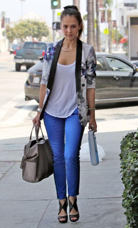 Jessica Alba azul electrico