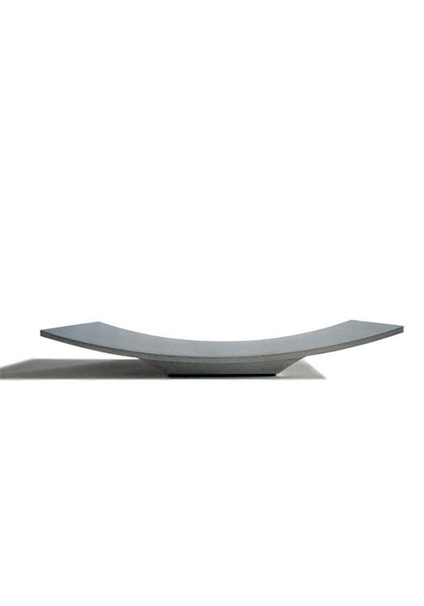 BALMUDA Kite | Kiteのデザインは、紙がひらひらと落ちていく瞬間にヒントを得ました。浮遊感を出すために、通常は、接地部が見えないデザインになっています。