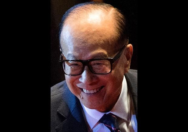 #17 Li Ka-shing Chairman, CK Hutchison Holdings  Li Ka-shing. REAL TIME NET WORTH $31.3 Billion. One of the world's great empire builders, Li Ka-shing named his flagship company, Cheung Kong, after the Yangtze River, whose power comes from a confluence of countless smaller streams. Today his own power comes from his far-reaching business domain, which has operations in 52 countries.