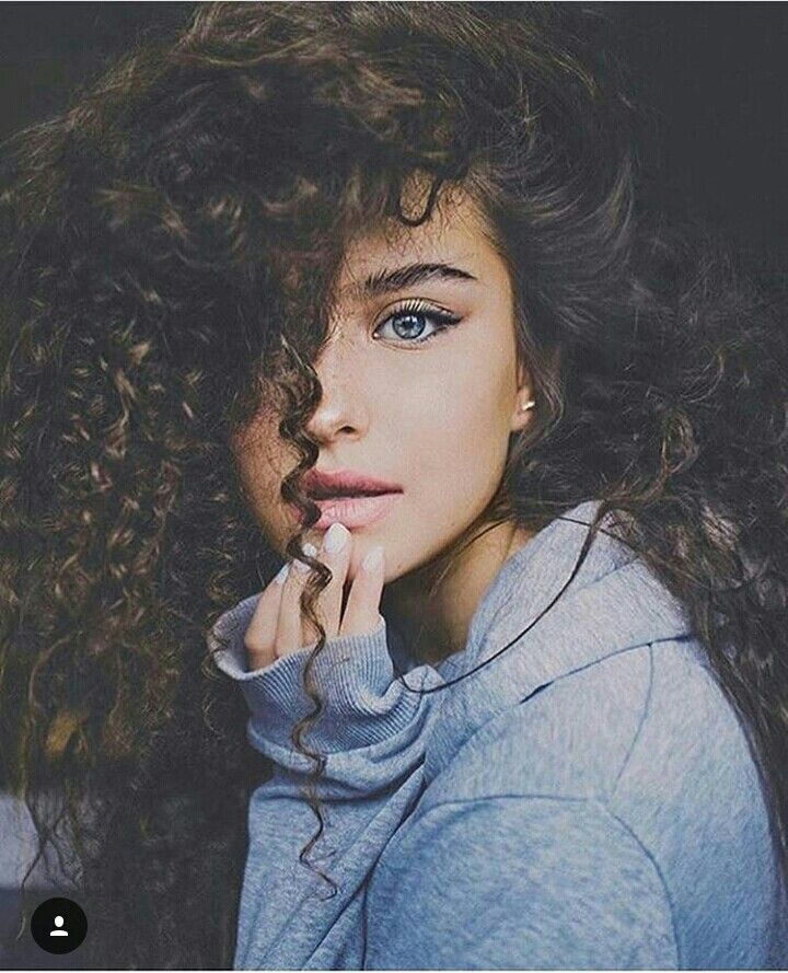Her Eye Tho With Images Curly Girl Hairstyles Brown Hair Blue