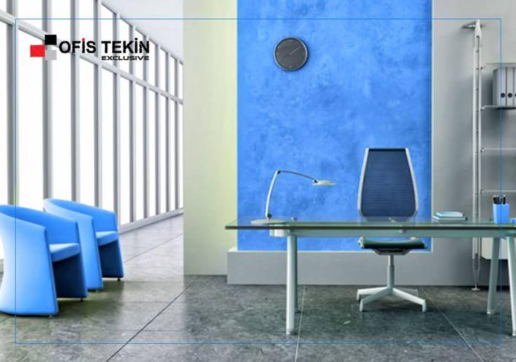 Mavi sakinliğin rengidir, aynı zamanda tansiyonu düşürdüğü söylenir. Arap kültürüne göre mavi taşlar (nazar boncuğu) kan akışını yavaşlatırlar. Ofislerde otorite ve verimliliği çağrıştırması dolayısı ile mavi özellikle tercih edilir.   #ofistekin #ofistekinexclusive #mobilya #mavi #renk #renkli #tasarım #ozel #işyeri #büro #ankara #siteler #turkey #turkiye