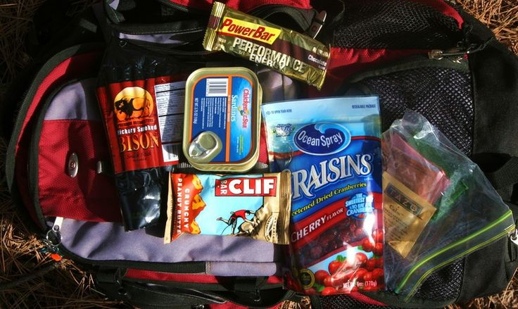 What your survival food kits should contain. Tips from professionals on types of foods you need for survival. How to stock up your storage and reviews what emergency kit to buy.