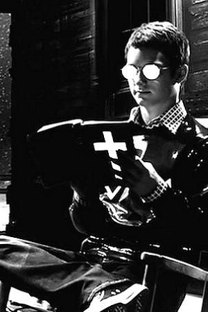 Elijah Wood as Kevin, the cannibalistic serial killer in Sin City (2005)