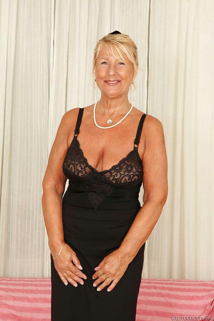 359 Best Milfmature Images On Pinterest  Older Women -6351