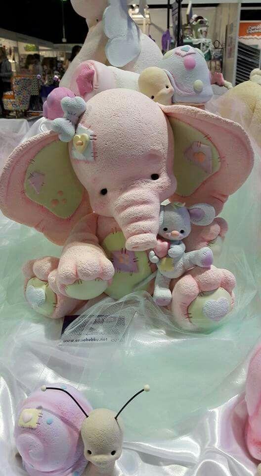 Elefante tierno en rosa y retazos en masilla polimerica o porcelanicron lo encontré en Pinterest