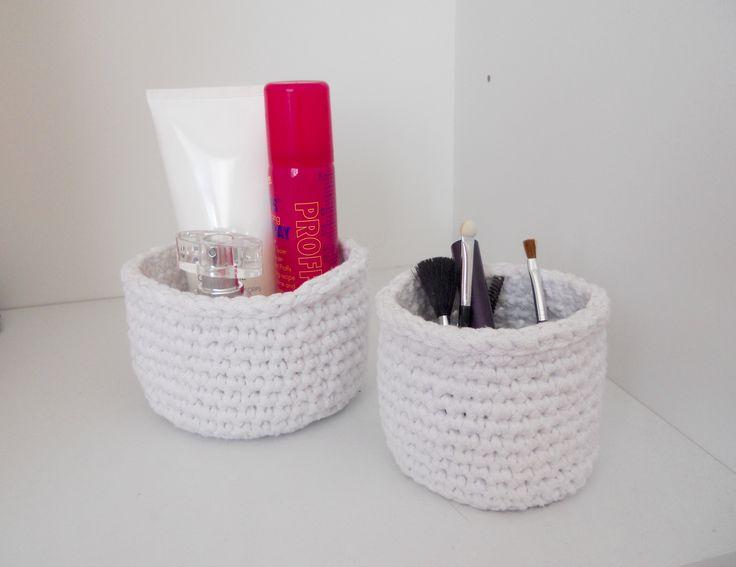 Virkatut pikku korit - Crocheted little baskets