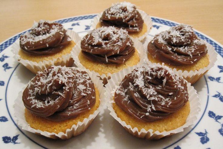 Cupcakes al cocco con crema alla carruba