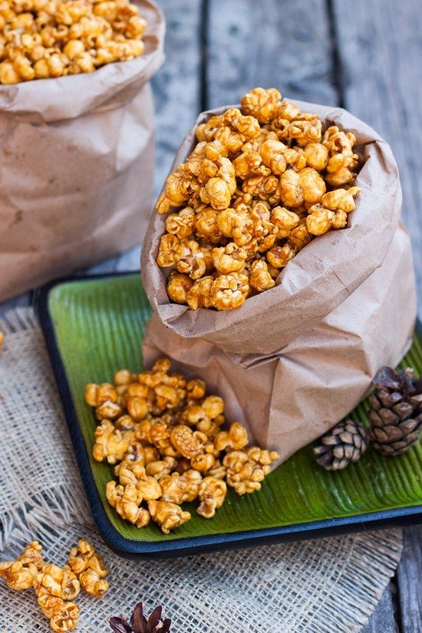 CRUJIENTES PALOMITAS DE CARAMELO - the sweet molcajete Popcorn Recipes, Candy Recipes, Fall Recipes, Holiday Recipes, Snack Recipes, Dessert Recipes, Healthy Recipes, Snacks, Real Mexican Food