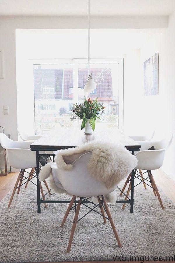 Le Melange De Styles Le Rend Des Chaises Aux Meubles Scandinaves Associees A Scandinavian Furniture Furniture Room