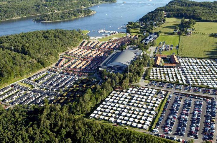 UDI har inngått avtale om akutt innkvartering av 1000 flyktninger på Oslofjord Convention Center i Stokke. I følge ordføreren kommer de første allerede på torsdag.