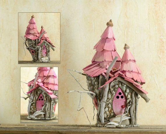 Fée maison Galway Rose - toit de la tour rose enchanté avec pierres blanches et de minuscules coquillages conçus pour votre jardin de fées