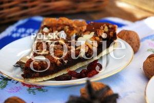 Tarta z kremem czekoladowym i orzechami