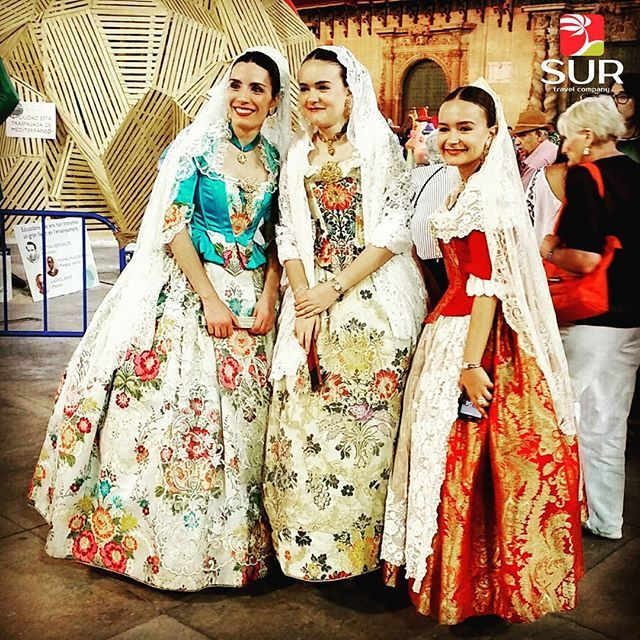 Шествие в Аликанте на Коста Бланка в национальных костюмах. WWW.BSR-GROUP.RU #BSRGROUP #COSTABLANCA #MGP_RUSSIA #MURCIA #GUARDAMARDELSEGURA #TORREVIEJA #TUPLANCOSTABLANCA #SANTAPOLA #DOMINGO #SALINAS #SUMMER #GUARDAMAR #LAZENIA #summer #spain #montereylocals #salinaslocals- posted by +34 663-394-407 https://www.instagram.com/surtravels - See more of Salinas, CA at http://salinaslocals.com