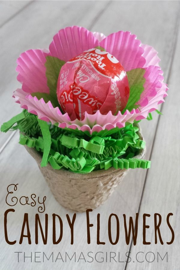 Easy Candy Flowers made with Tootsie Pops - so cute for a party favor!