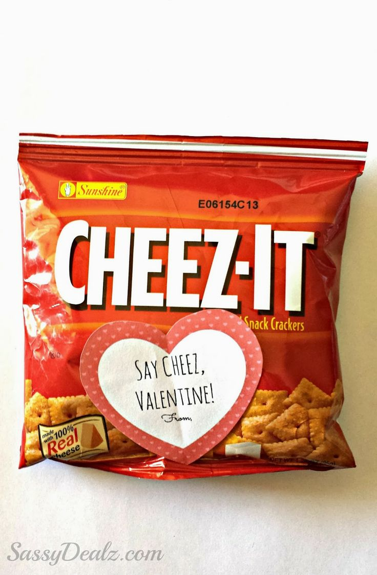 Cheez-It Crackers Valentine's Day Gift Bag Idea For Kids #Non-candy valentines #Candy free valentine gift #edible #printable valentine tag | http://www.sassydealz.com/2014/01/cheez-it-crackers-valentines-day-gift.html