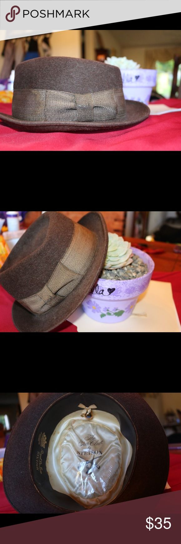 Stetson fedora ! A classic 😍 Brown wool Stetson fedora, totally cool hat. Is pretty old, passed down from relatives but I don't wear it enough. Needs real love ! Make it yours ! Stetson Accessories Hats