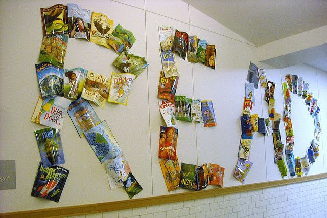 Neat display...could also do with photos of kids reading displayed to spell read