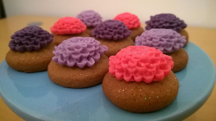 Bitesize ginger biscuits with little icing flowers