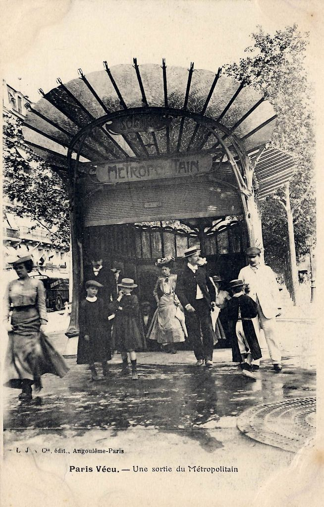 Une Sortie de Métropolitain, Paris   Flickr - Photo Sharing!