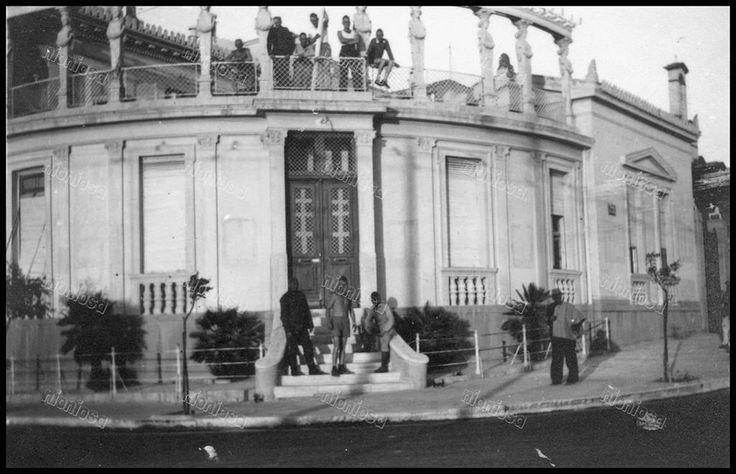 Πειραιάς, 1941 - 1944. Η οικία Βασιλιάδη (μετέπειτα Ποταμιάνου) απέναντι από την πλατεία Αλεξάνδρας, επιταγμένη κατά την διάρκεια της γερμανικής Κατοχής.