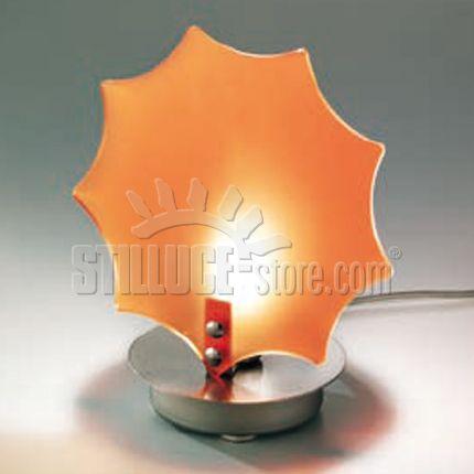 Toffolights Sole lampada da tavolo. Diffusore in metacrilato disponibile nel colore arancione (C4) e rosso (C8). Struttura in nichel satinato.