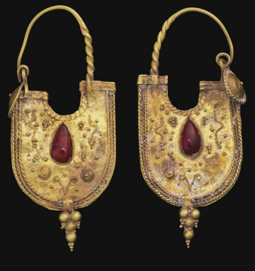 Pair of Eastern Roman gold and garnet earrings | ca. 2nd century AD. Get inspired! What do these inspire you to make? I'm already designing in my mind!