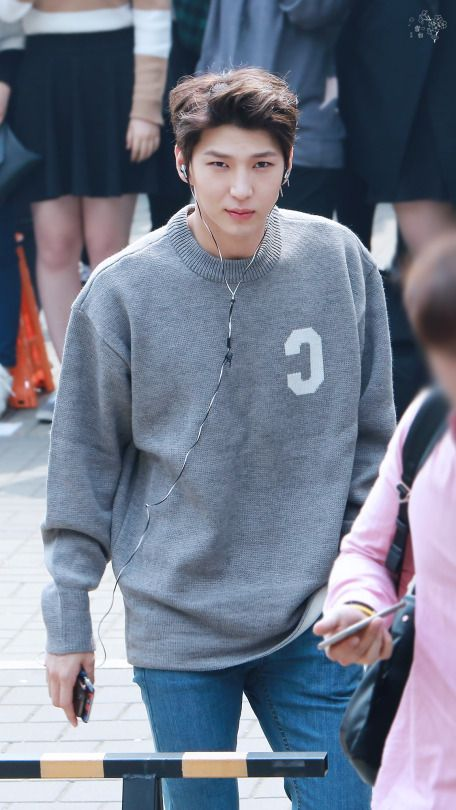 prince taekwoon Leo looks so cute with oversized sweater and little smile