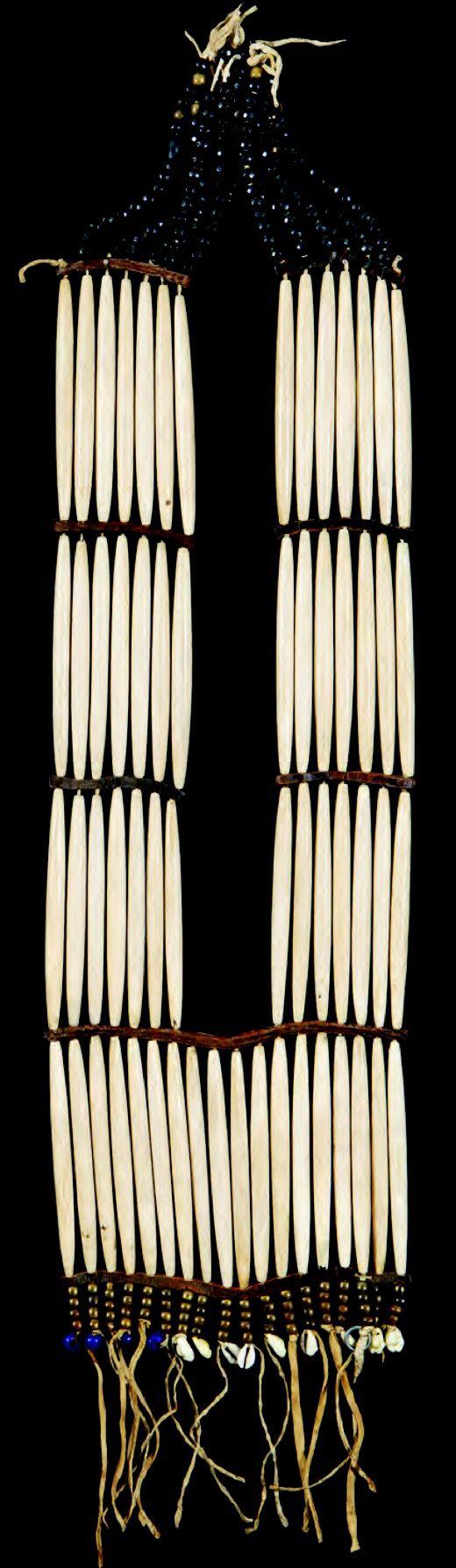 Нагрудное ожерелье, Лакота 19 век. Размеры: 26х7 дюймов. Sherwoods Spirit of America, лето 2015.