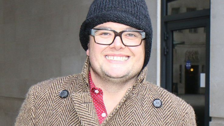 Alan Carr rules himself out of Great British Bake Off job