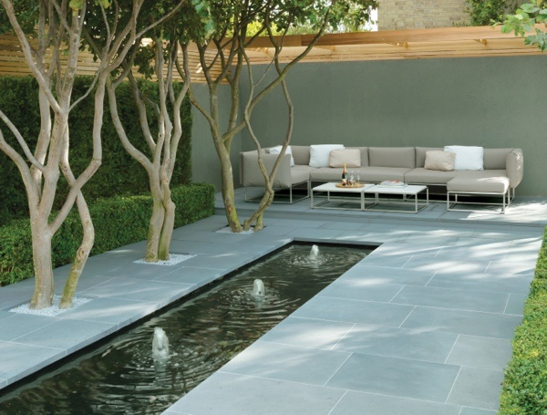 Stonemarket paving by day ! Stone paved garden and fountains