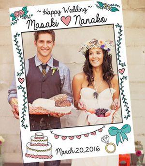 落書きデザインがかわいいフォトブースフレームです。ウェディングケーキや結婚指輪など結婚式に関わるイラストが盛りだくさんです!
