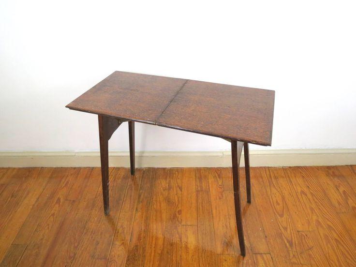 Howe, tabla de plegamiento / / antiguo mesa plegable madera oscura entrada rústica madera final pequeño espacio soluciones escritorio espacio de trabajo de mesa de thisattic en Etsy https://www.etsy.com/es/listing/559123469/howe-tabla-de-plegamiento-antiguo-mesa