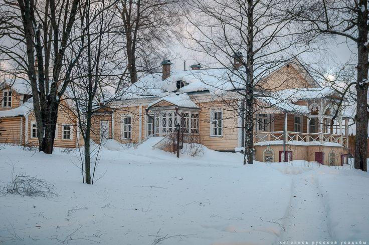 В 1879 году Иван Федорович Тютчев построил для своей матери, Эрнестине Федоровне Тютчевой (урожденной баронессе фон Пфеффель), в северо-восточном углу усадьбы усадебное здание с кухней, ледником и дровяным сараем.   Оно  так  и  называлось  -  бабушкино.