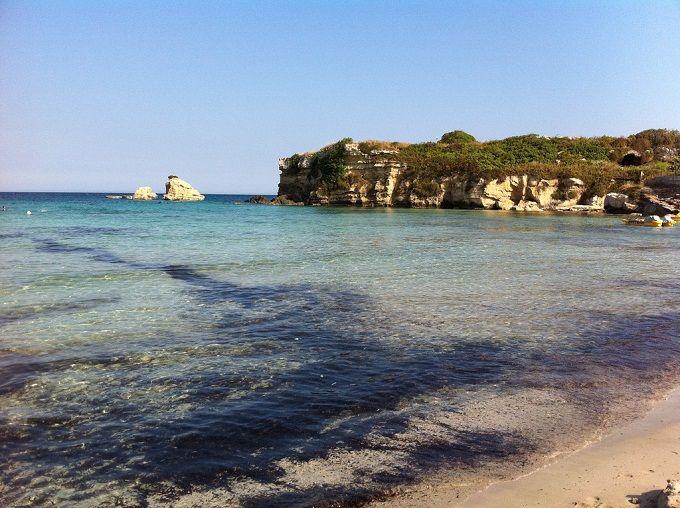 https://www.skyscanner.it/notizie/le-10-spiagge-piu-belle-della-sicilia Siracusa, leggermente a sud, la spiaggia di Fontane Bianche,