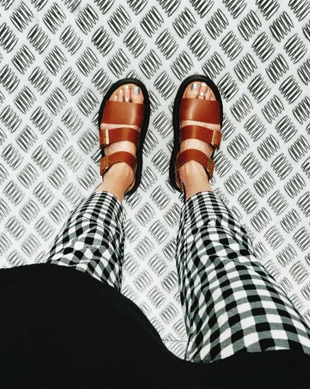 leather sandals | patterned pants | spring / summer | casual | outfits | hippy