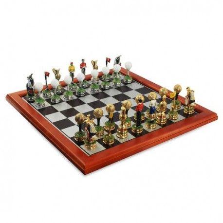 Ajedrez con fichas orientadas al golf. El ajedrez es un juego de mesa incrementa las habilidades intelectuales y mejora la capacidad de atención y concentración