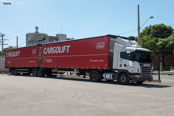 Scania e Cargolift usam bitrens para cumprir Lei do Motorista