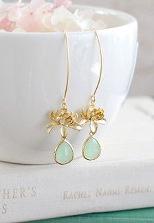 Gold earrings stoned in blue #bridaljewellery #weddingplanning http://brieonabudget.com/pinterest/