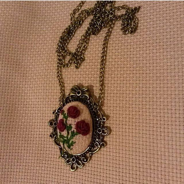 http://www.girisimcilerplatformu.com/mor-guller-etamin-kolye/. İlan Açıklaması: Instagram iletişim @easliyuce.  #girisimcilerplatformu #girls #gift#beauty#flowers #etaminkolye #kirmizi #valentineday #handmade #specialdesign by girisimcilerplatformu