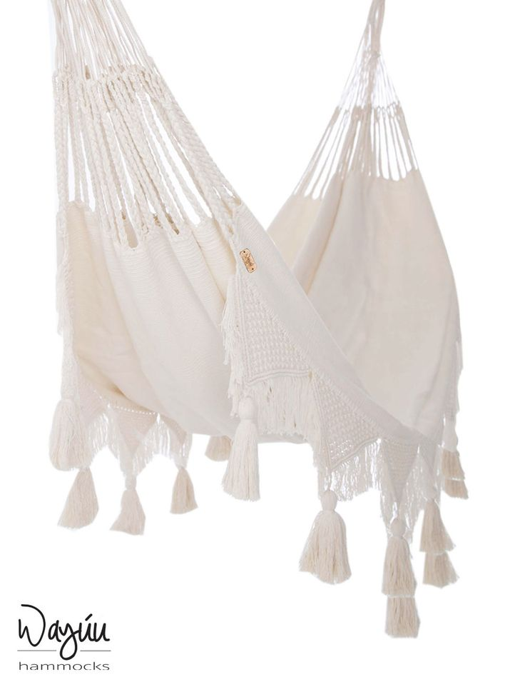 Provide a restful refuge for your little ones with the calming embrace of this ultra-soft hammock. Handwoven with your baby's comfort in mind, this piece brings ultimate relaxation so your baby can enjoy the sweetest of dreams, as if sleeping amongst the clouds.